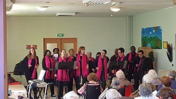 Noisy-Liens La Chorale à la maison de retraite St-Joseph avec du Gospel